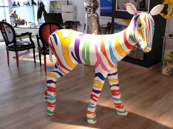 bastoni-sculpture-resine-zèbre-sculptur-zebra